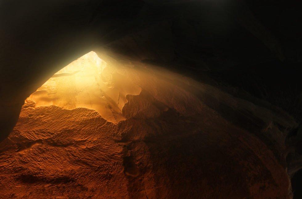 터널 끝 부분의 빛